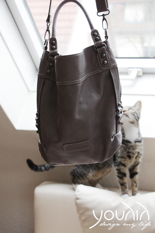 Lina mit Tasche