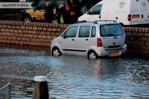 Auto im Hochwasser | www.youdid-design.de