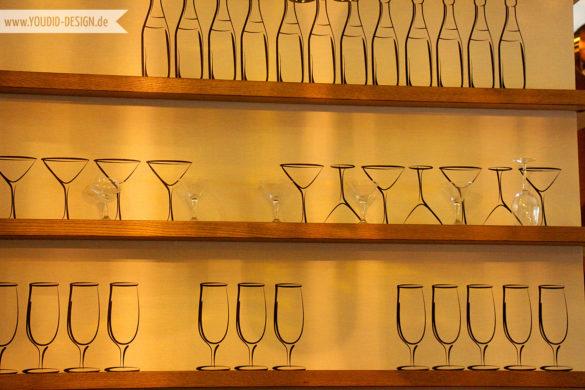 Regalboden mit Flaschentapete | youdid-design.de