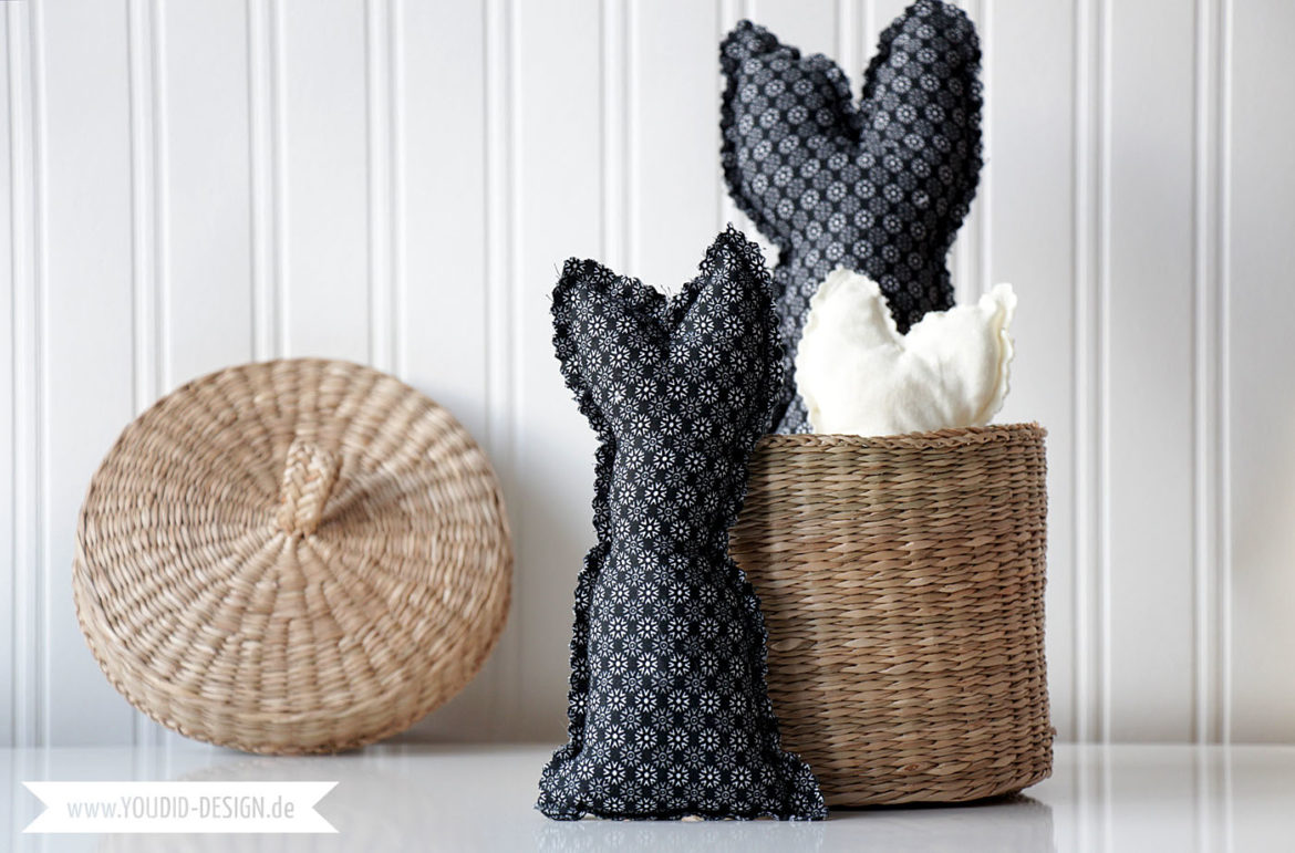 Black and White Fabric Easter Bunnies Free Sewing Pattern - Schwarz Weiss Osterhase mit Gratis Schnittmuster - Easter Decoration - Osterdekoration | www.youdid-design.de