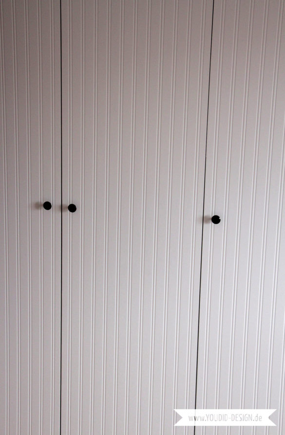 IKEA Hack Beadboard Tapete auf Türen kleben | www.youdid-design.de