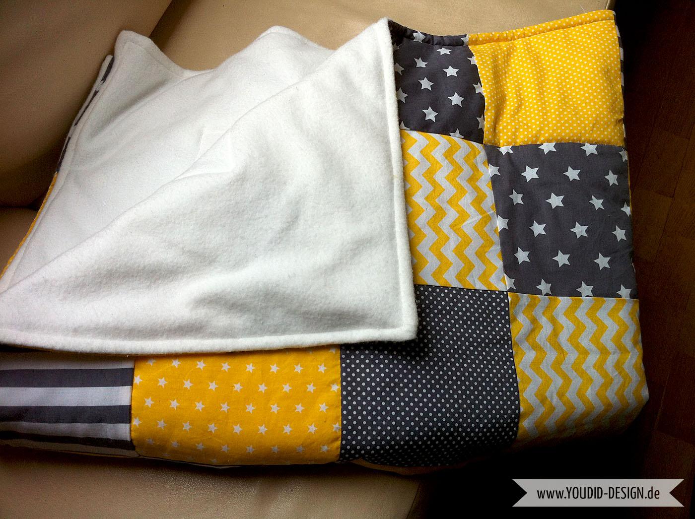 Selbstgenähte Patchworkdecke in grau gelb | www.youdid-design.de