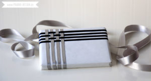 Geschenke mit Satinband verpacken Anleitung | www.youdid-design.de