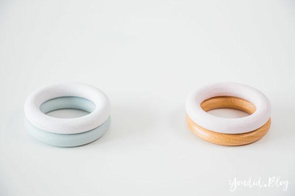 selbstgemachte Eierbecher aus Holzringen Gardinenringen Pastellfarben mint weiss Upcycling DIY Eggcups in Pastels | https://youdid.blog