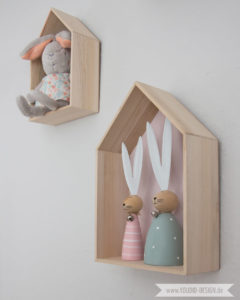 Inspiration for a scandinavian nursery Inspirationen für ein skandinavisches Kinderzimmer in mint blush House Shelf Haus Regal IKEA Hack scandinavian deko nordic interior scandi style | www.youdid-design.de