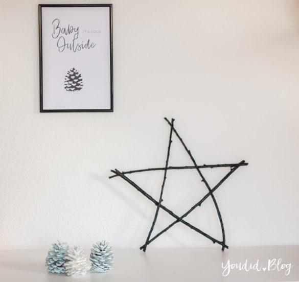 Minimalistische nordisch skandinavische Weihnachtsdeko - Stern aus Aesten Tannenzapfen lackieren Baby Its cold outside Print | https://youdid.blog