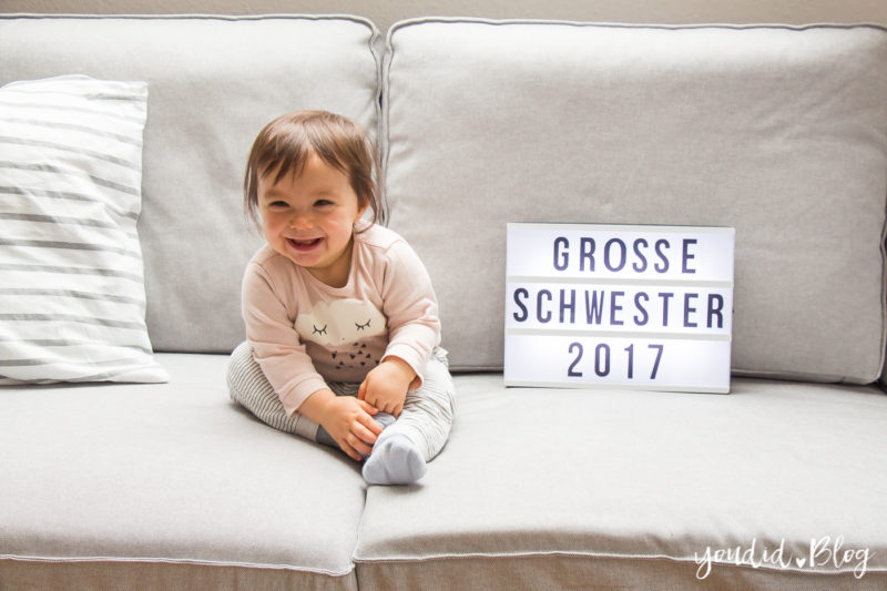 Grosse Schwester Lightbox Pregnancy Announcement | https://youdid.blog