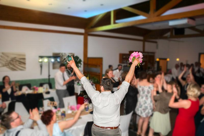 Wedding Hochzeit Brautstrauss werfen | https://youdid.blog