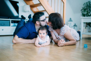 Familienfotos im Alltag statt Fotostudio | https://youdid.blog