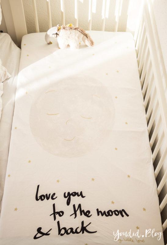 Skandinavisches Kinderzimmer Bettlaken Love you to the moon Hausregale Beistellbett Familienbett Babybett IKEA Hack Cosleeping   https://youdid.blog