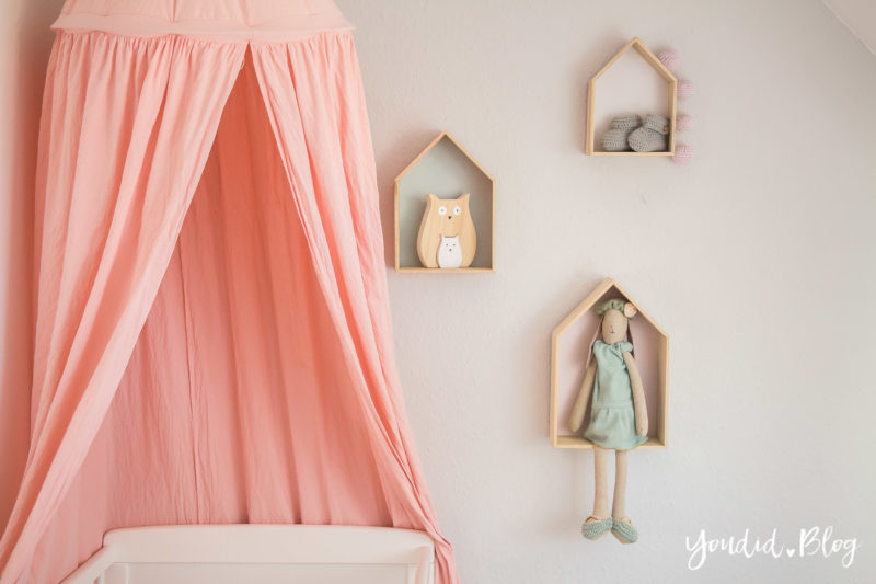 Skandinavisches Kinderzimmer Bettlaken Love you to the moon Hausregale Beistellbett Familienbett Babybett IKEA Hack Nursery | https://youdid.blog