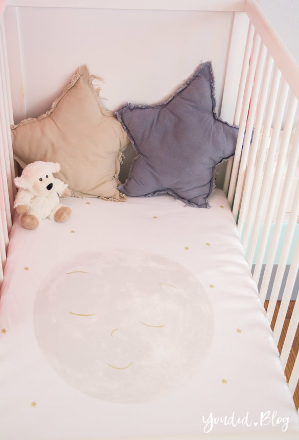 Skandinavisches Kinderzimmer Bettlaken Love you to the moon Hausregale Beistellbett Familienbett Babybett IKEA Hack Nursery-Nordichome | https://youdid.blog