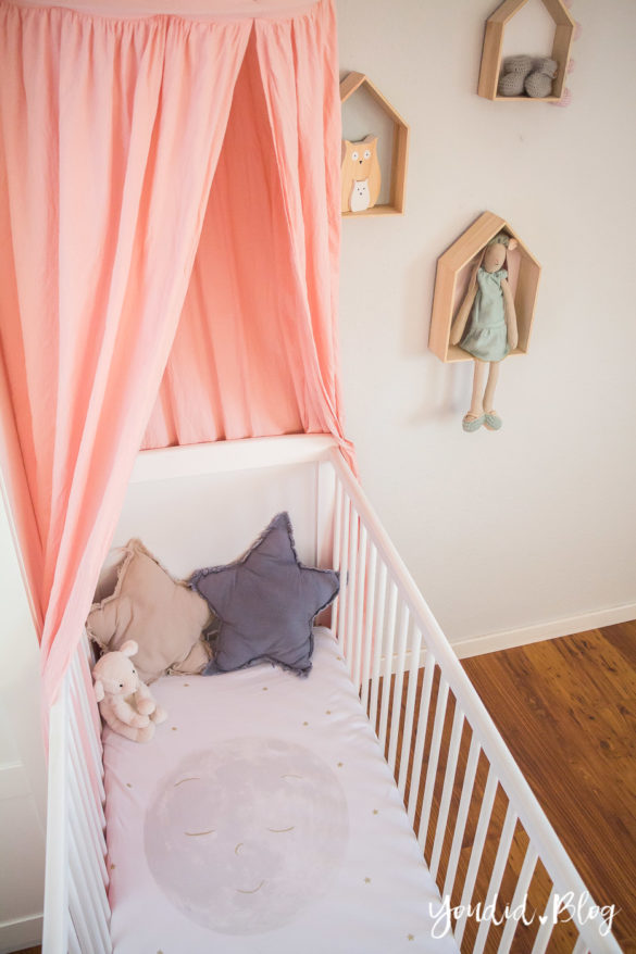 Skandinavisches Kinderzimmer Bettlaken Love you to the moon Hausregale Beistellbett Familienbett Babybett IKEA Hack Nurserydecor | https://youdid.blog