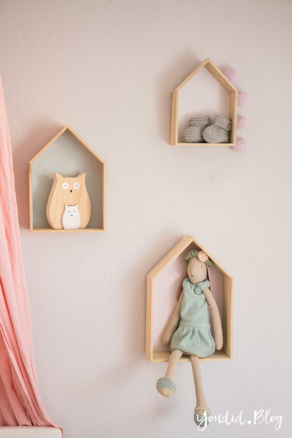 Skandinavisches Kinderzimmer Bettlaken Love you to the moon Hausregale Beistellbett Familienbett Babybett IKEA Hack Maileg Hase Malin   https://youdid.blog