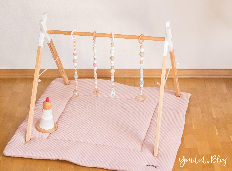 Bauanleitung für einen DIY Holz Spielbogen im skandinavischen Stil und Pastellfarben Wooden Babygym Spielebogen nordic interior Play Gym | https://youdid.blog