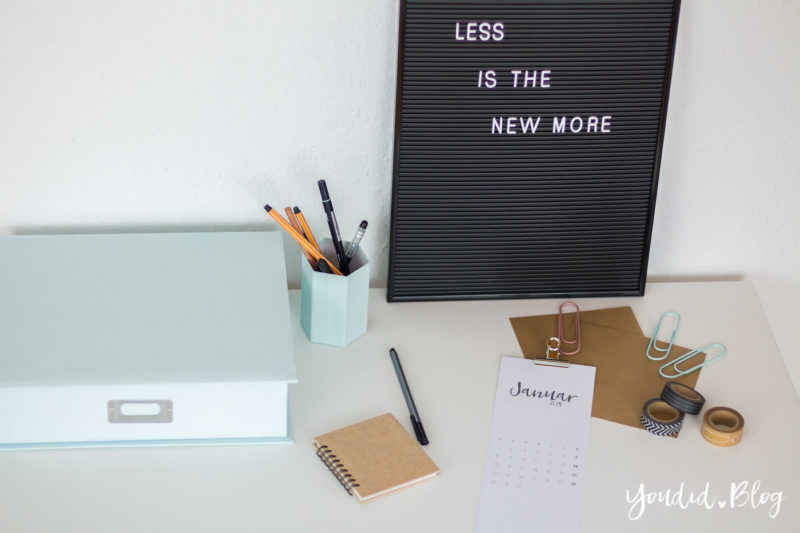 Kostenloses Kalender Printable Minimalistic Calendar Black and White - Less is more | https://youdid.blog