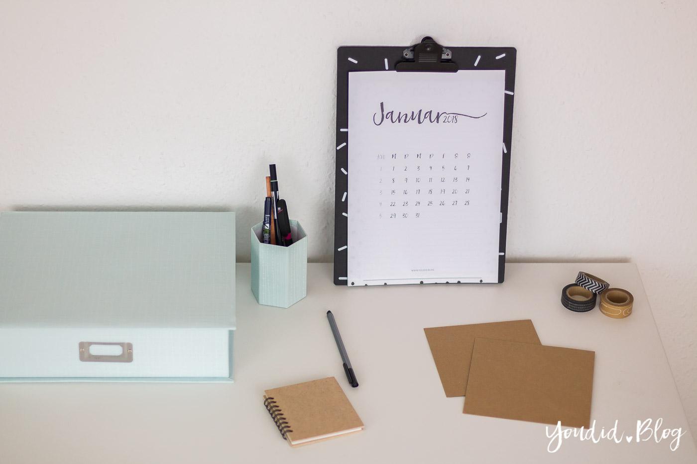 Freebie minimalistischer kalender in black and white for Minimalistischer haushalt
