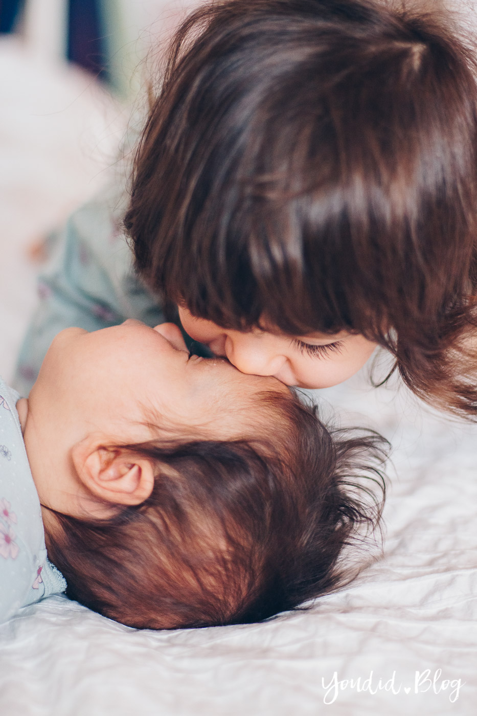 Zwei unter zwei 5 Monate als Zweifachmama Geschwisterliebe Schwestern der richtige Altersabstand | https://youdid.blog