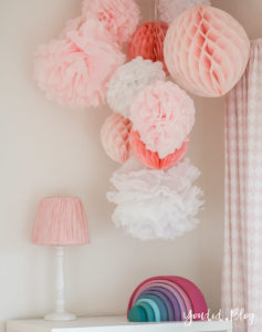 nordic girlsroom kidsroom skandinavisches Kinderzimmer rosa Babyzimmer Wabenbälle   https://youdid.blog