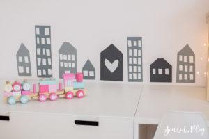 nordic kidsroom skandinavisches Kinderzimmer Wandtattoo Haus | https://youdid.blog