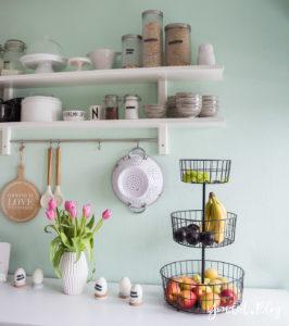 Küchenregal Küchendetails und mintfarbene Wand Macaron nordic kitchen IKEA Küche Osterküche | https://youdid.blog