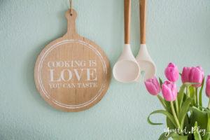 Küchenregal Küchendetails und mintfarbene Wand Macaron nordic kitchen Küche   https://youdid.blog