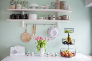 Küchenregal Küchendetails und mintfarbene Wand Macaron nordic kitchen IKEA Küche | https://youdid.blog
