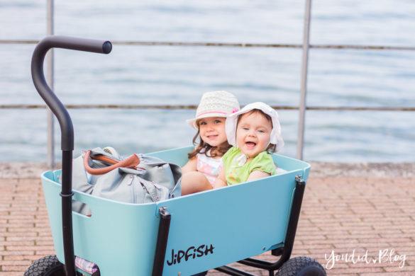Stylischer Bollerwagen statt Geschwisterwagen - Wir testen im Familienurlaub den Jipfish Handwagen | https://youdid.blog