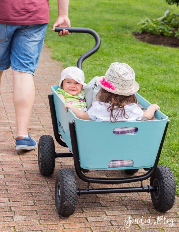 Zwei Kinder im Bollerwagen statt Geschwisterwagen - Wir testen in Italien den Jipfish Handwagen | https://youdid.blog