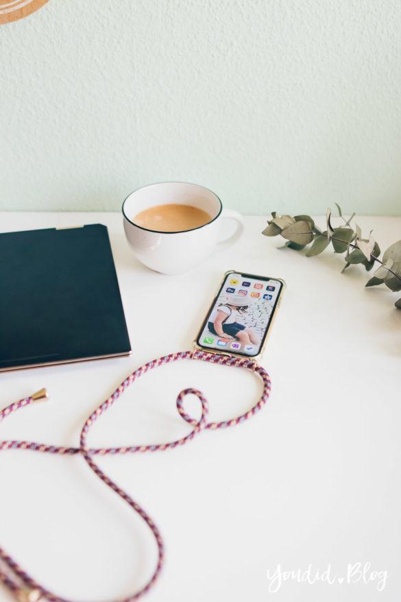 Videos im Hochformat schneiden und exportieren - die besten Apps für Instagram Stories und IG TV iPhone Laptop Flatlay Stockphoto | https://youdid.blog