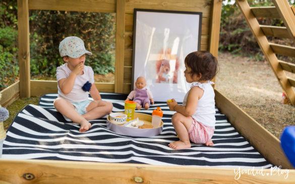 Ein Kletterturm mit Rutsche Sandkasten Schaukel und Spielhaus Picknick im Spielturm | https://youdid.blog