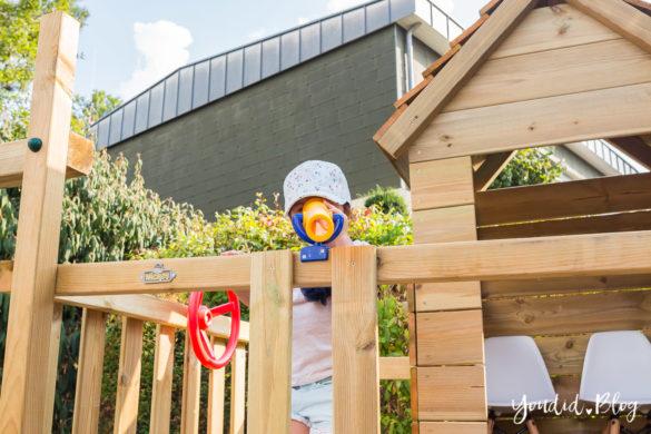 Ein Kletterturm mit Rutsche Sandkasten Schaukel und Spielhaus - Unsere Erfahrung mit dem Wickey Spielturm Fernglas | https://youdid.blog