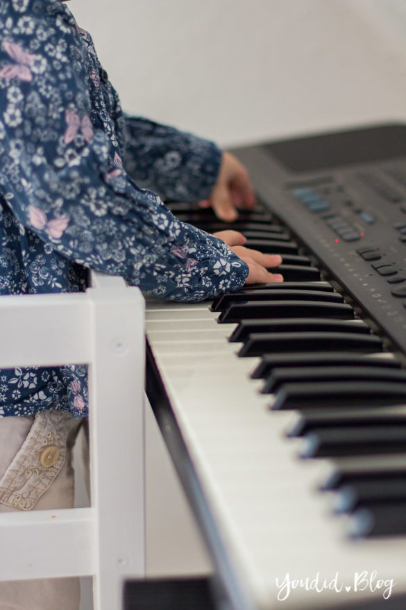 Piano spielen mit Learning Tower | https://youdid.blog