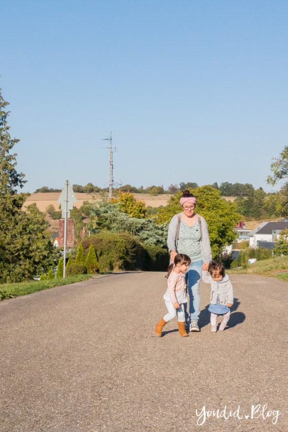 Wickeltasche oder Wickelrucksack von Lässig Wickeltascheninhalt mit zwei Kindern | https://youdid.blog