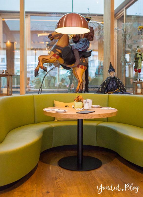 Luxus Familienauszeit im Dachsteinkönig das Familienhotel der Extraklasse Esstisch | https://youdid.blog
