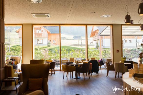 Unsere Luxus Familienauszeit im Kinderhotel Dachsteinkönig Familienhotel Hotellobby | https://youdid.blog