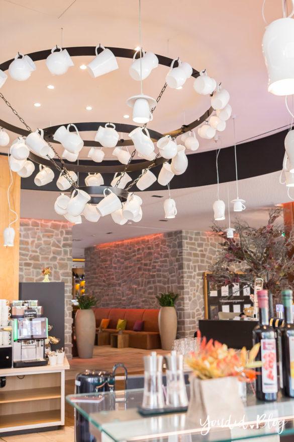 Unsere Luxus Familienauszeit im Kinderhotel Dachsteinkönig Familienhotel Kaffeebar | https://youdid.blog