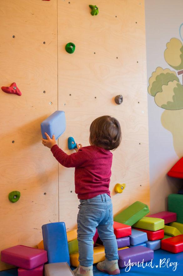 Unsere Luxus Familienauszeit im Kinderhotel Dachsteinkönig Familienhotel Kletterwand | https://youdid.blog