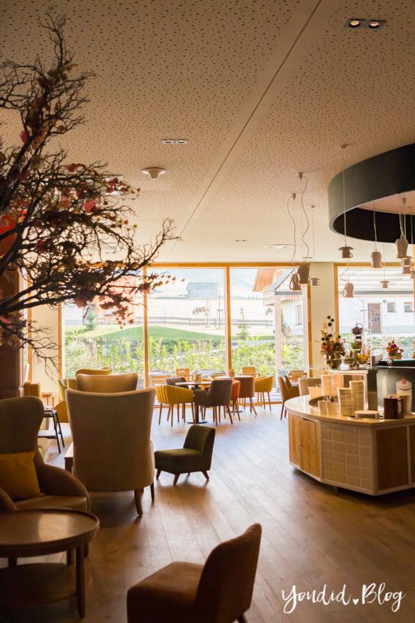 Unsere Luxus Familienauszeit im Kinderhotel Dachsteinkönig Familienhotel Lobby | https://youdid.blog
