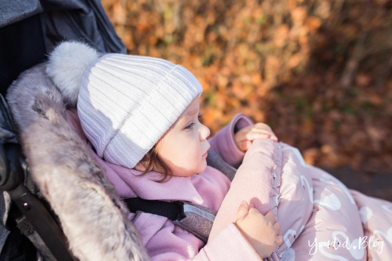 Der richtige Altersabstand beim zweiten Kind Unterwegs mit Jollyroom wunderschöner Fusssack und Reisebuggy Vor- und Nachteile von anderthalb Jahren Abstand | https://youdid.blog