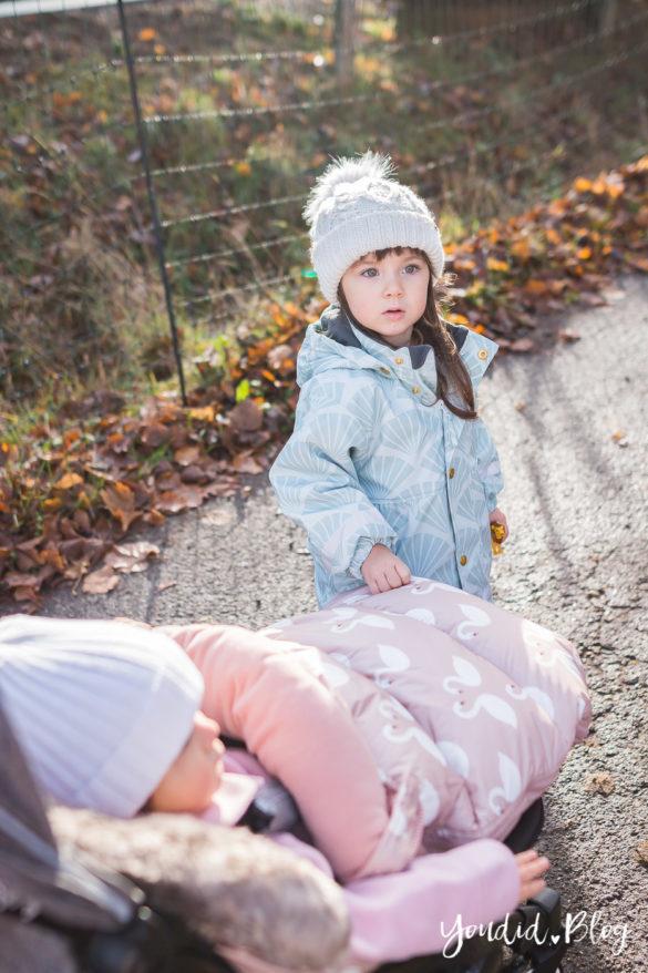 Unterwegs mit Jollyroom und zwei Kleinkindern wunderschöner Fusssack und Reisebuggy Welches ist der richtige Abstand anderthalb Jahre | https://youdid.blog