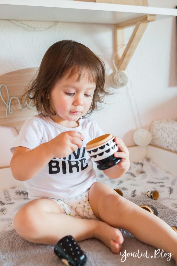 5 Tipps für entspanntes Wickeln und warum wir nur noch Lillydoo Windeln und Feuchttücher verwenden Ablenkung am Wickeltisch Kinderzimmer | https://youdid.blog