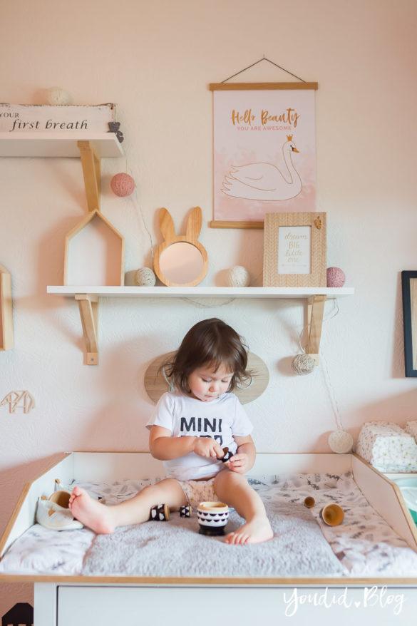 5 Tipps für entspanntes Wickeln und warum wir nur noch Lillydoo Windeln und Feuchttücher verwenden Kinderzimmer Girlsroom | https://youdid.blog