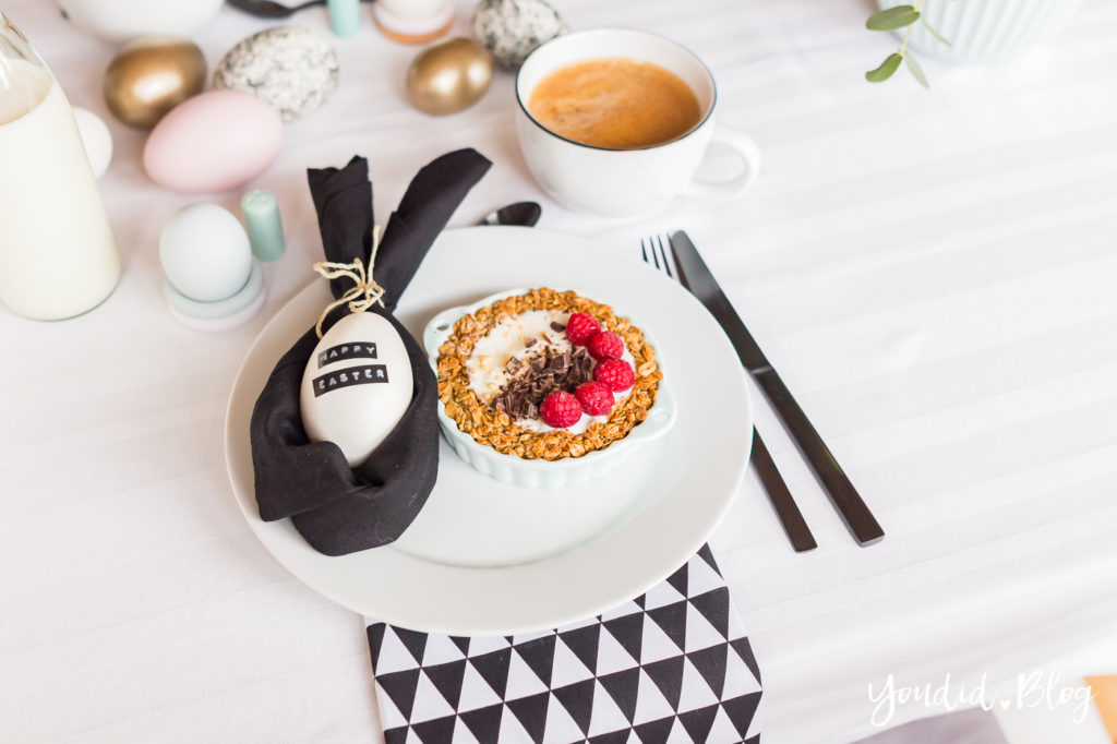 Breakfast Granola Tart - Osterbrunch mit Granola Tarte - Dekoideen für deinen Ostertisch - Ostern Dekoideen - Easter Decoration Happy Easter - Ostereier färben Eier bemalen | https://youdid.blog