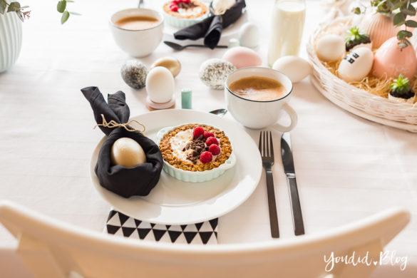 Happy Easter - Ideen für deine Osterdeko - Osterbrunch Dekoideen für deinen Ostertisch - Ostern Easter Decoration - Ostereier färben Eier bemalen - Breakfast Granola Tart | https://youdid.blog