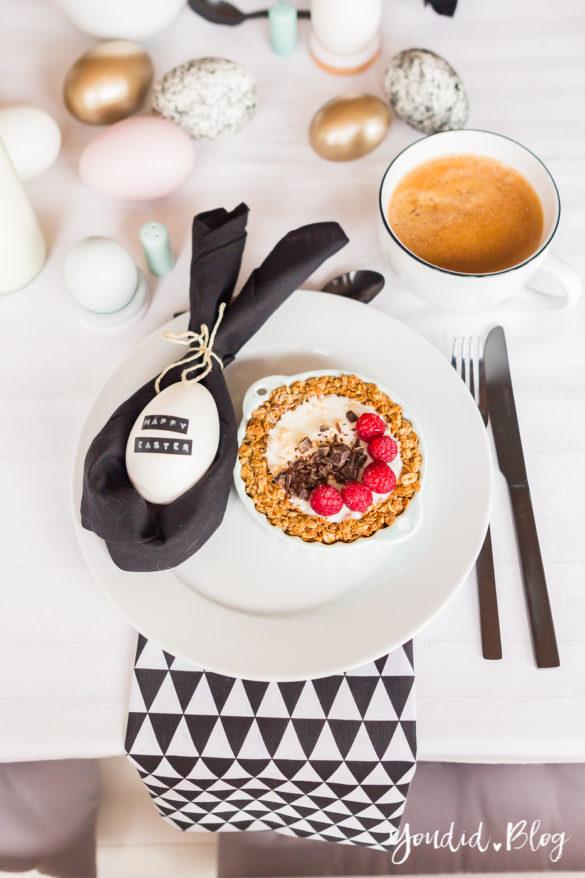 Ideen Ostertischdeko - Osterbrunch mit Granola Tarte - Dekoideen für deinen Ostertisch - Ostern Dekoideen - Easter Happy Easter - Ostereier färben Eier bemalen - Breakfast Granola Tart | https://youdid.blog