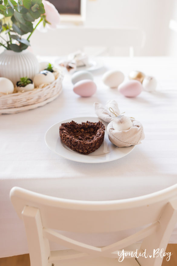 Osterbrunch mit Granola Tarte - Dekoideen für deinen Ostertisch - Ostern Dekoideen - Easter Decoration Happy Easter - Ostereier färben Eier bemalen - Breakfast Granola Tart | https://youdid.blog
