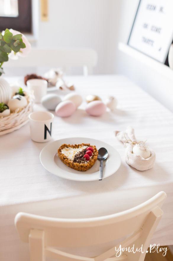 Osterbrunch mit Granola Tarte - Dekoideen für deinen Ostertisch Ostern - Easter Decoration Happy Easter - Ostereier färben Eier bemalen - Breakfast Granola Tart - Knusper Müsli Tarte | https://youdid.blog