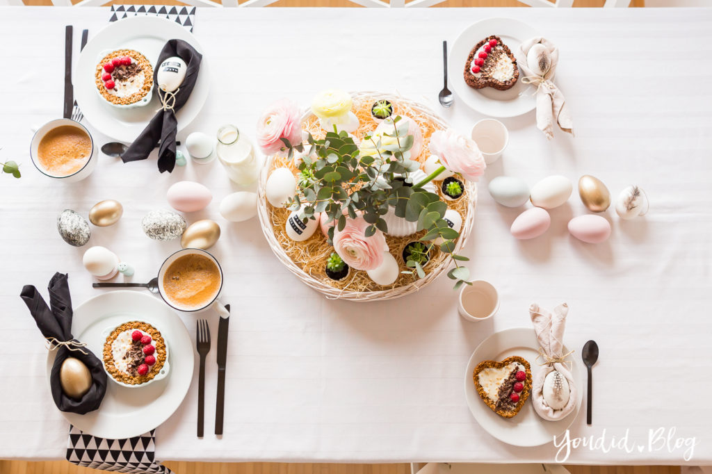Osterbrunch mit Granola Tarte - Ideen für deinen Ostertisch Ostern Dekoideen - Easter Decoration Happy Easter - Ostereier färben Eier bemalen - Breakfast Granola Tart | https://youdid.blog
