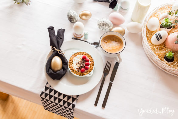 Osterbrunch mit Knusper Müsli Tarte - Ideen für deinen Ostertisch - Ostern Dekoideen - Easter Decoration Happy Easter - Ostereier färben Eier bemalen - Breakfast Granola Tart | https://youdid.blog